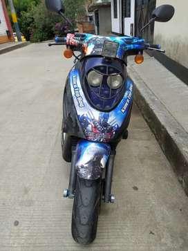Vendo hermosa scooter kymco top boy