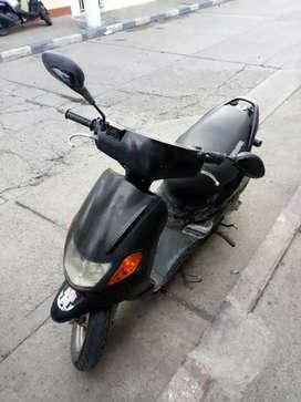 Se vende moto con papeles al dia,