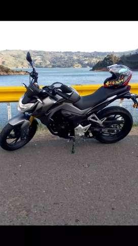 Motocicleta Honda CB190R versión especial silver