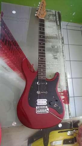 Vendo guitarra eléctrica peavey buen estado, piezas originales.