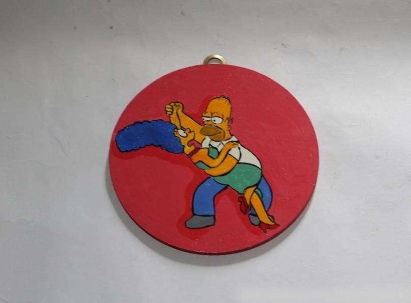 Colgante circular con Homero y Marge Simpson, pintado  60 0