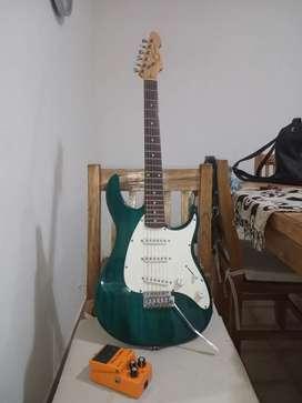 Vendo guitarra más pedal de distorsión