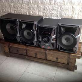 Equipo Sony con Subwoofer 200