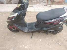 moto scotter negro - rojo