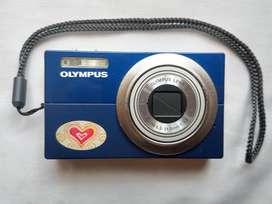 Cámara Digital Olympus 12MP + Cargador + Accesorios
