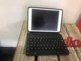 Ipad con forro protector que incluye teclado