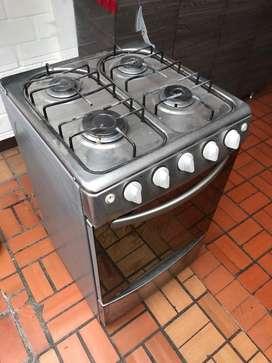 Estufa de 4 puestos y horno