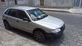 Vendo un Volkswagen Gol año 2003 Sport tiene vidrios electricos radio con pantalla camara de retro aros nuevos alarma