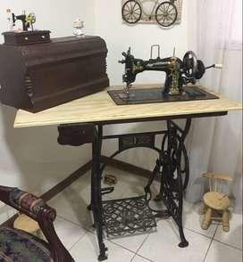 hermosa maquina de coser antigua