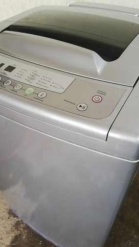 Se vende lavadora de marca whirpool digital de 26libras