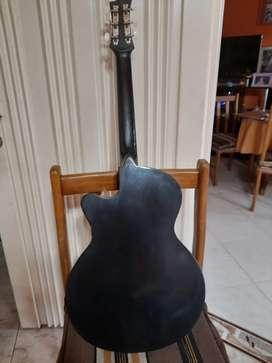 Vendo guitarra para niños  con estuche  muy buen estado