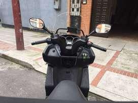 Regalo Hermosa Moto Kymco down town 300i, 2014