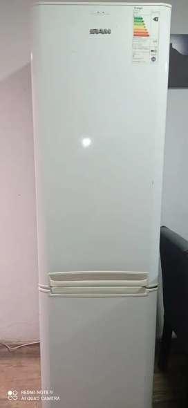 Heladera Siam con freezer abajo funcionando