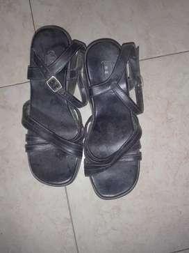 Vendo zapatos para niños, y ropa en general