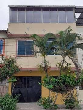 Casa de 4 pisos en la AURORA con TERRAZA