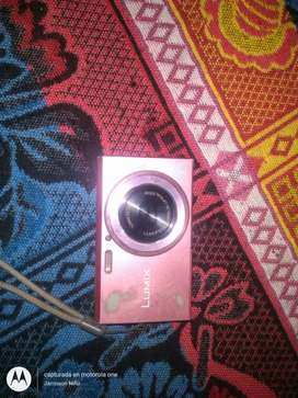 Vendo cámara lumix llamen al numero para informacion