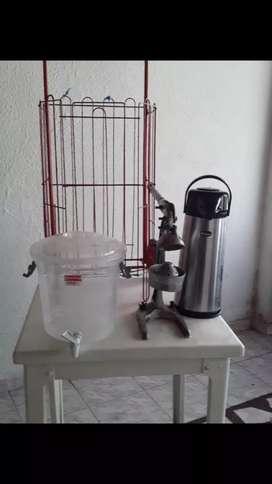 Entablé para vender jugo de ranja y tinto