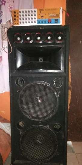 Antiguedad parlante y un amplificador