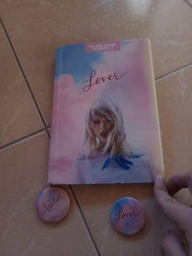 Vendo el album deluxe #4 de Taylor Swift