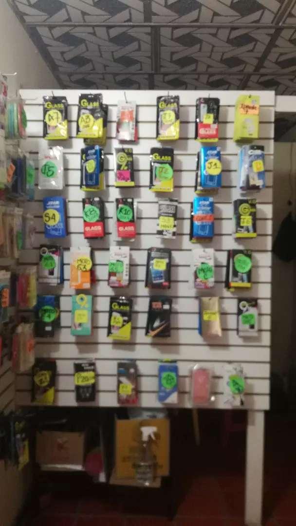 Se vende Negocio de accesorios y venta de celulares 0