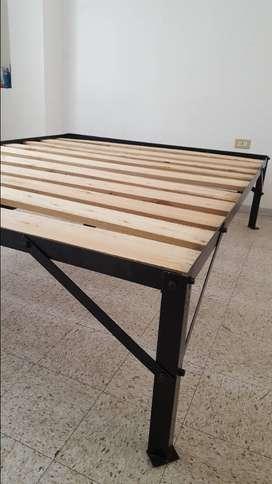 Se vende basa metálica para cama de 2 1/2 plaza
