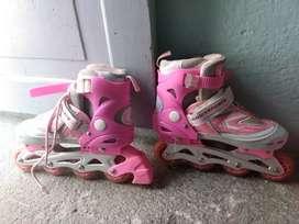 Vendo patines con rodillera ..coderas...y casco buen estado