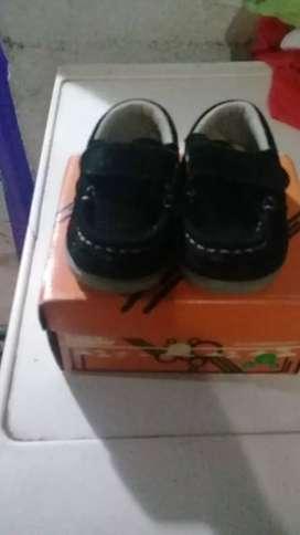 Vendo zapato de varon son número 17