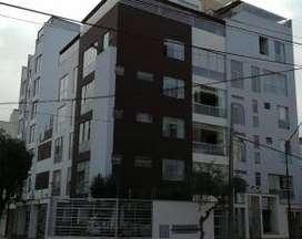Departamento en venta Miraflores triplex con terraza y 4 estacionamientos