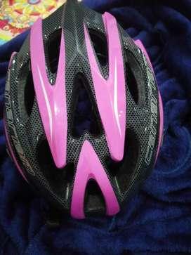 Vendo casco para patinaje marca Canariam color negro y rosa de segunda
