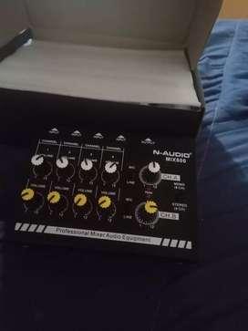 Mini Mixer De Linea N-audio Mix800 De 8 Canales + Master