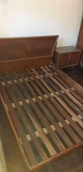 Juego de dormitorio antiguo. Usado