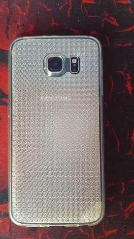 Celular Samsung Galaxy S6 con detalles.