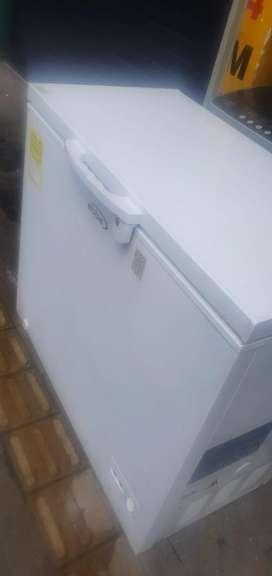 Congelador marca ABBA de 196 litros como nuevo