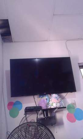 Vendo TV kalley smart tv, muy buen estado.