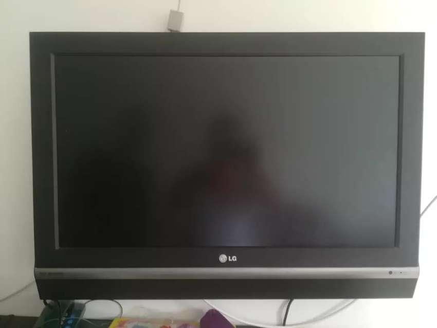 """Televisor LG de 32"""" 0"""