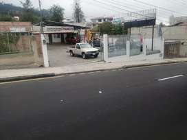 Se vende terreno de 456 M2 en la Av manuelita Sáenz a 2 cuadras de la universidad católica de Ambato