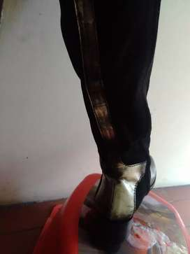 Se venden botas para mujer en buen estado talla 37 -38