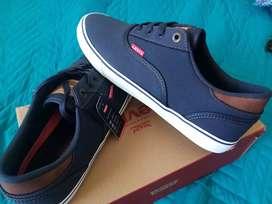 Zapatos Levis talla 10US originales