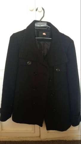 chaqueta negra marca studio F talla L
