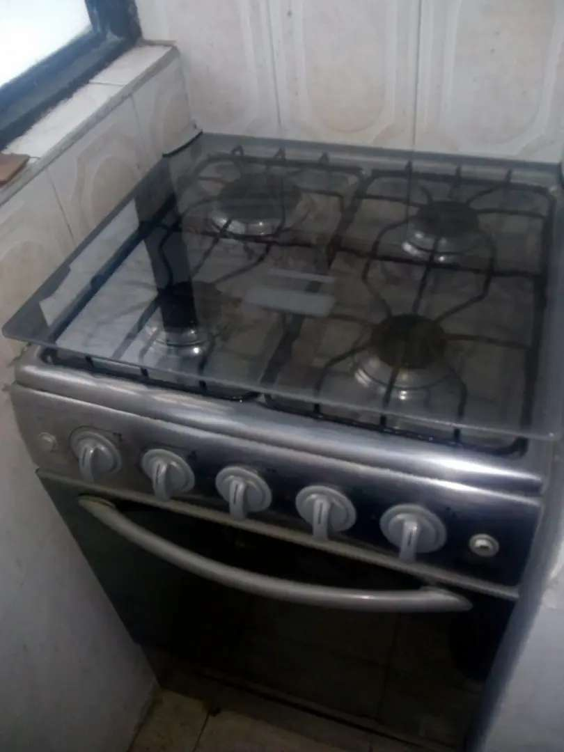 Estufa con horno mave y nevera 0