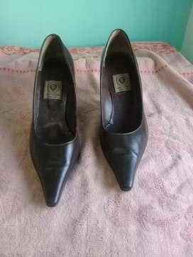 Zapatos stilettos  cuero nro 38
