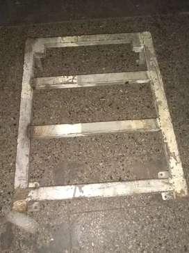 Cama de hierro estructural 2.2 mm. 60x30 con ruedas giratorias para gran peso