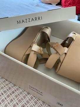 Sandalias Mazzarri de cuero color nude talla 36. Plataforma lisa de 10 cm