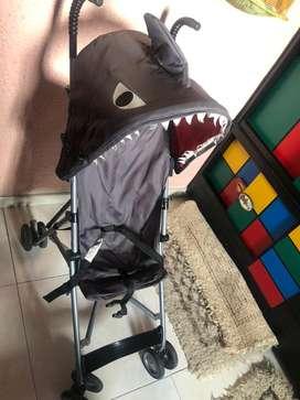 Coche paseador Tiburon