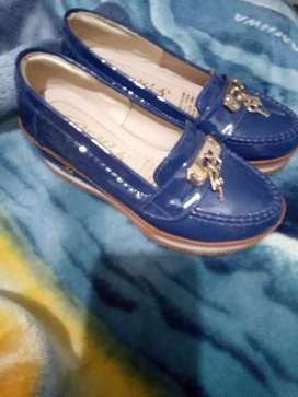 Vendo hermosos zapatos talla 36/2