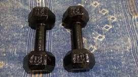 Mancuernas hexagonales en hierro 15 libras cada una