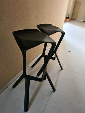 Vendo sillas de bar en perfecto estado, prácticamente nuevas, sin uso.