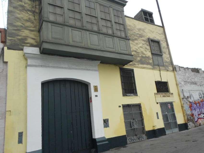 Venta de Casona como Terreno en el Centro de Lima 0