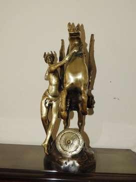 Escultura en bronce de Pegaso y perseo.