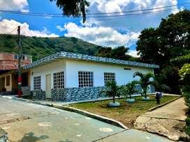 Vendo hermosa casa esquinera Yumbo con local via principal